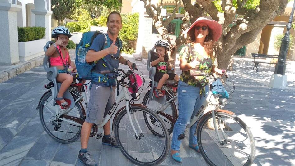 משפחת פרייזלר מגלה את סאמוס ברכיבת אופניים