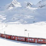 חורף באלפים האיטלקיים עם רכבת אדומה – כולל עצירות שאסור לפספס!
