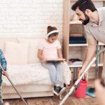 משתפים את הילדים בניקיונות פסח, אך שומרים על כללי הבטיחות