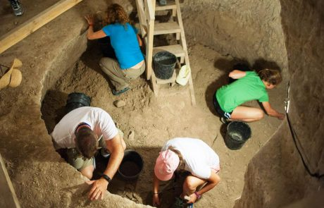 ארכיאולוג ליום אחד במערות בית גוברין