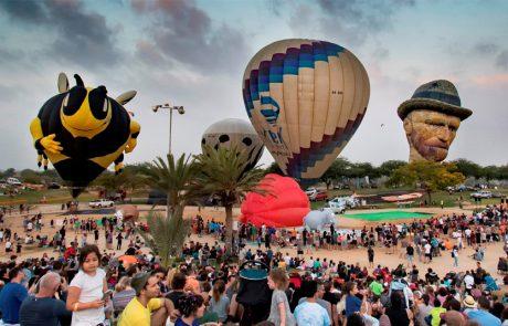 משפחות מתעופפות ל'פסטיבל כדורים פורחים בינלאומי' בצפון הנגב