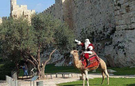 סנטה קלאוס מבקר בעיר העתיקה בירושלים