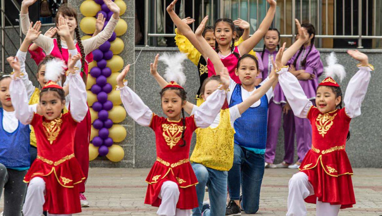 """""""יום הוורדים"""" הוא יום הילד הבינלאומי"""