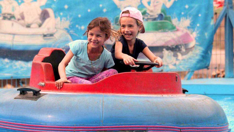 """""""בלאגן"""" ביגור: פארק שכולו ממלכה של ילדים מאושרים"""