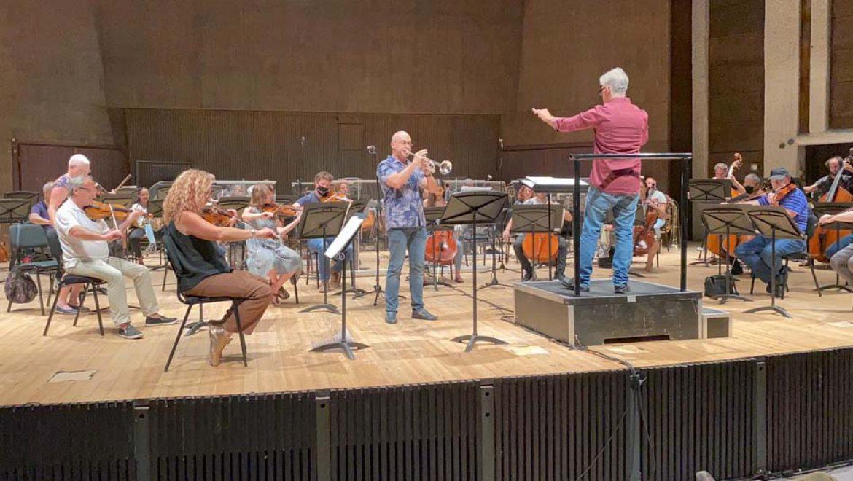 """""""נעים להכיר"""": סיור מאחורי הקלעים של התזמורת הסימפונית ירושלים"""